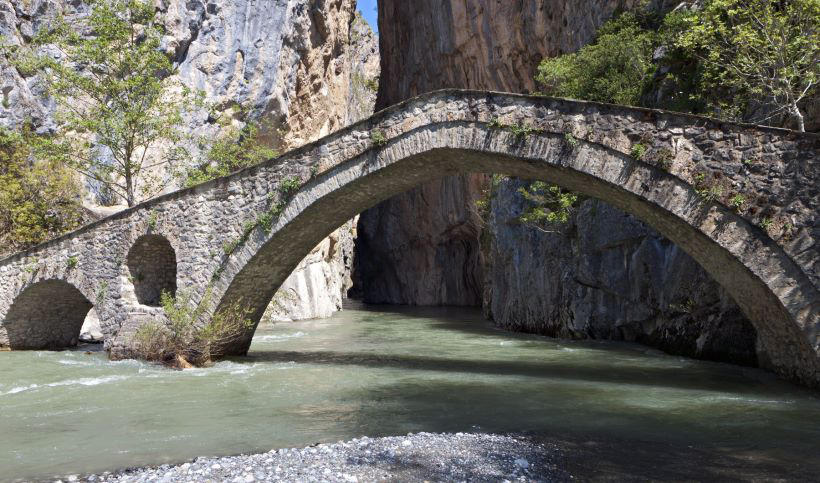 stone-bridge-in-grevena